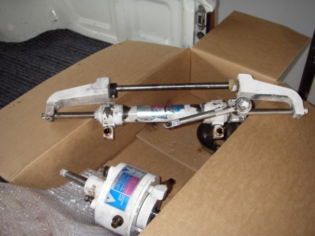 FREE HYDRIVE HYDRAULIC STEERING